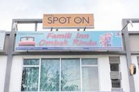SPOT ON 89832 Famili Inn Ombak Rindu