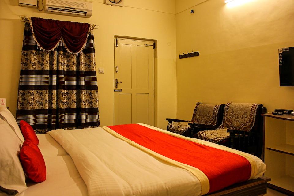OYO 5701 Hotel Rajmahal