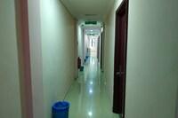 OYO 89843 Mye Hotel