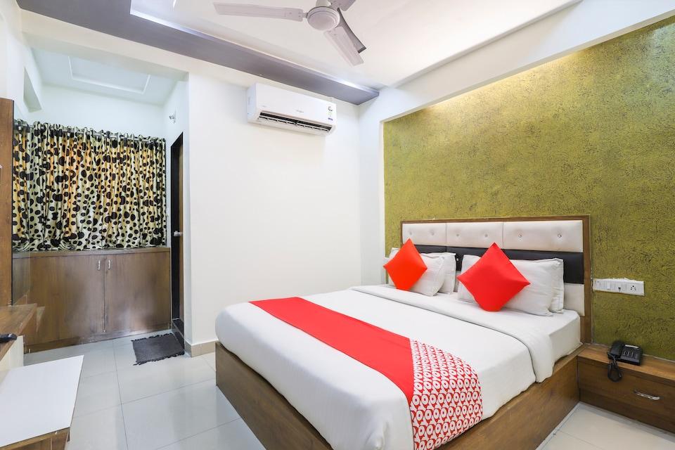 OYO 69382 Hotel Galaxy Inn