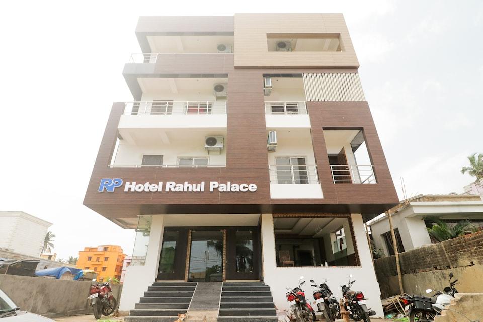 OYO 69416 Rahul Palace