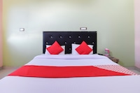OYO 69463 Yash Hotel