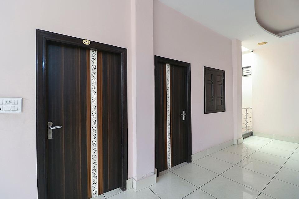 OYO 69488 Hotel Paras Inn