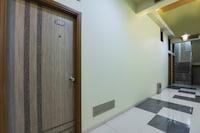 OYO 69568 Hotel Ronak Royal