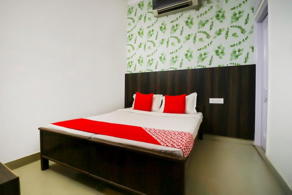 OYO 69584 Hotel Miglani Palace