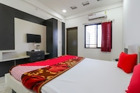 OYO 69594 Raj Palace & Lodge