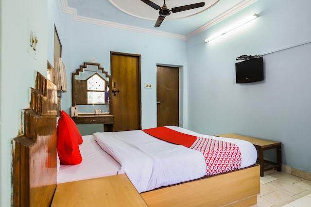 OYO 69602 Hotel Raj Hans Dx