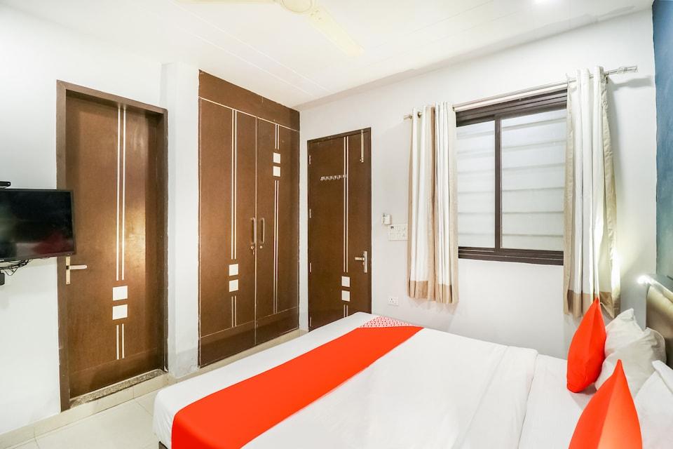 OYO 69611 Hotel Mannat