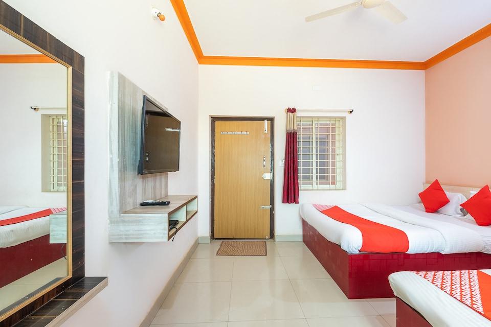 OYO 69619 Hotel Sri Sai Samrat Lodge