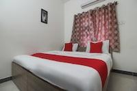 OYO 69665 Shanmuga Residency Deluxe