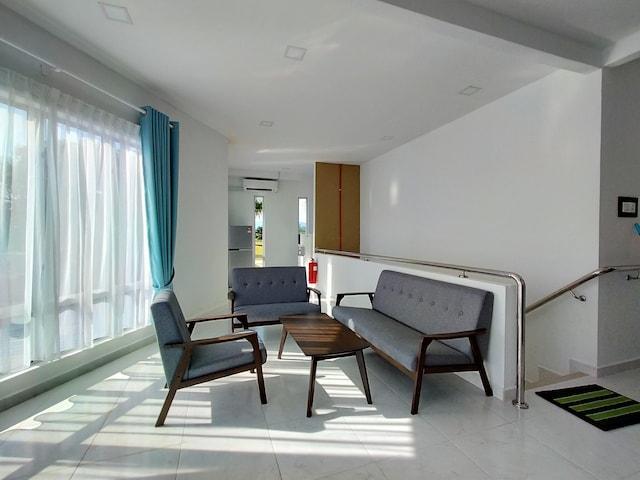 OYO 89859 Pp Traveller's Hotel