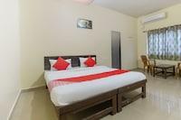 OYO 69782 Hotel Dhakshyani Deluxe