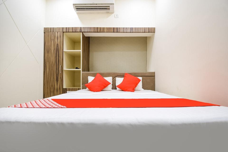 OYO 69825 Hotel Kastoor