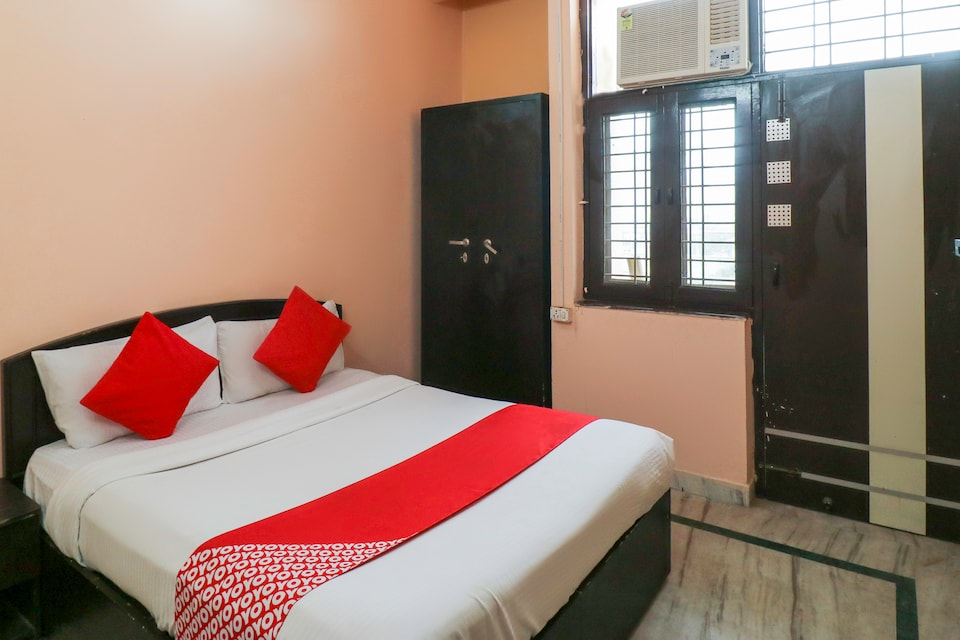 OYO 69826 Krishna Residency