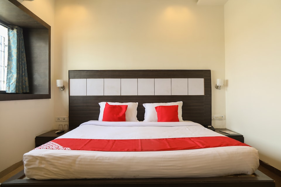 OYO 890 Seven Suites Apartment