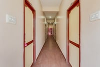 OYO 69965 Hotel Varsha