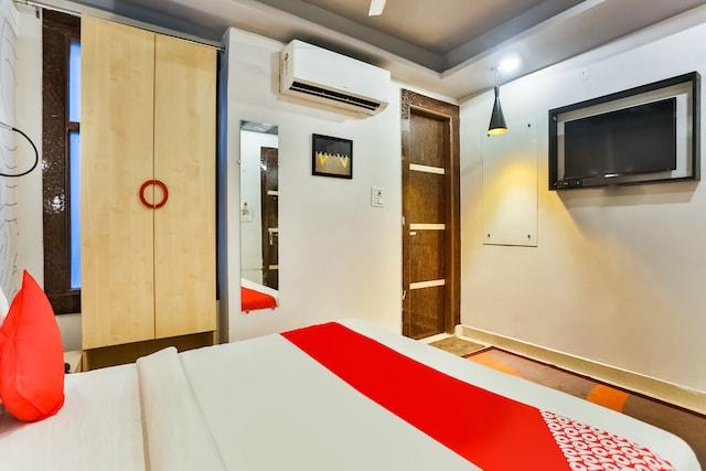 OYO 69983 Happy Inn