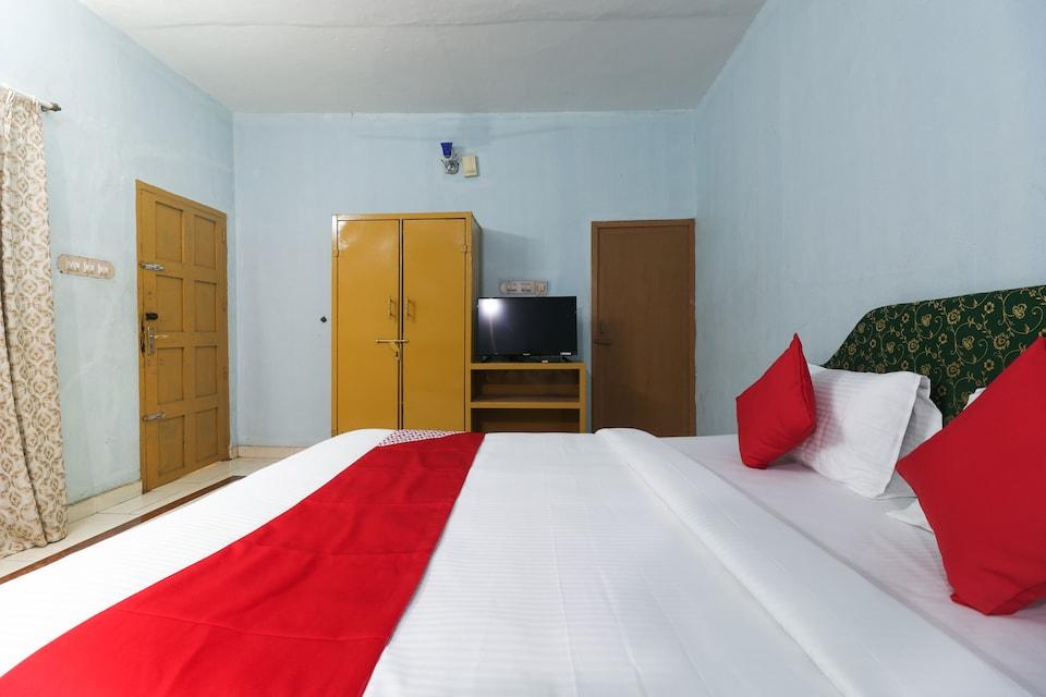 OYO 70044 Sandhra Apartments