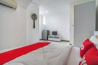 OYO 648 Ake Apartment