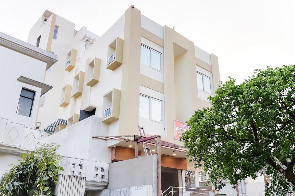 Capital O 70138 Hotel Jayati Oasis Inn
