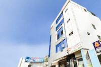 OYO 70147 Triveni Residency