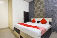 OYO 70155 Hotel Silver Shine
