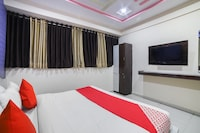 OYO 70175 Hotel Green Palace
