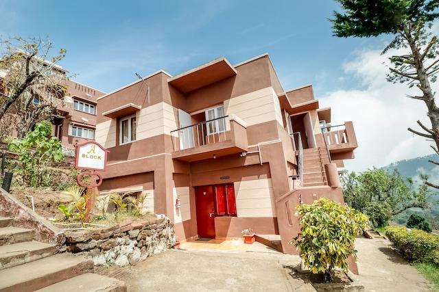 OYO 70195 Green Castle Resort