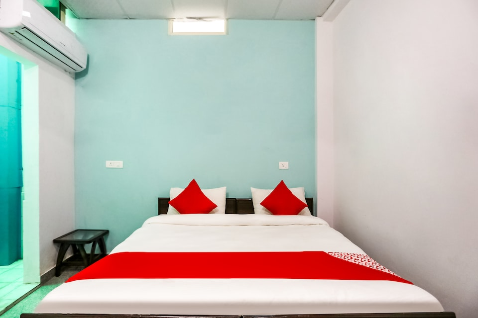 OYO 70252 Rbs Hotel