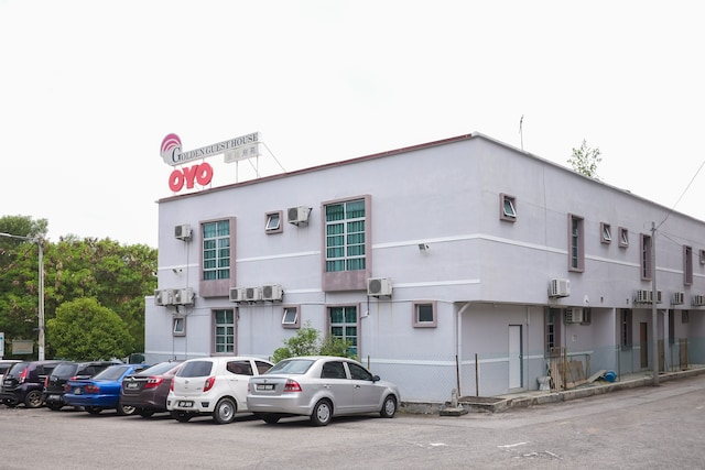 OYO 89930 Golden Guest House