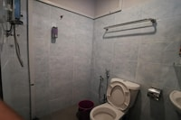 OYO 89930 Golden Guest House