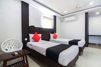 Capital O 70285 Dharani Hotel