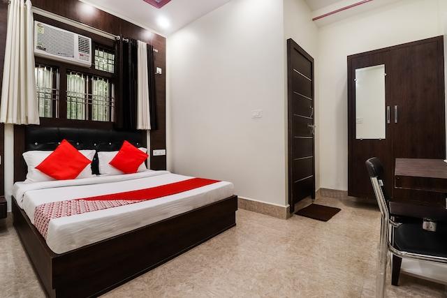 OYO 70294 Hotel Chandra