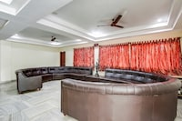 OYO 70306 Hotel Geetha International NON