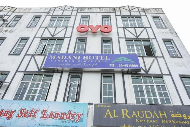 OYO 89937 Madani Hotel