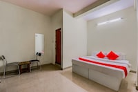 OYO 70398 Chinmay Residency