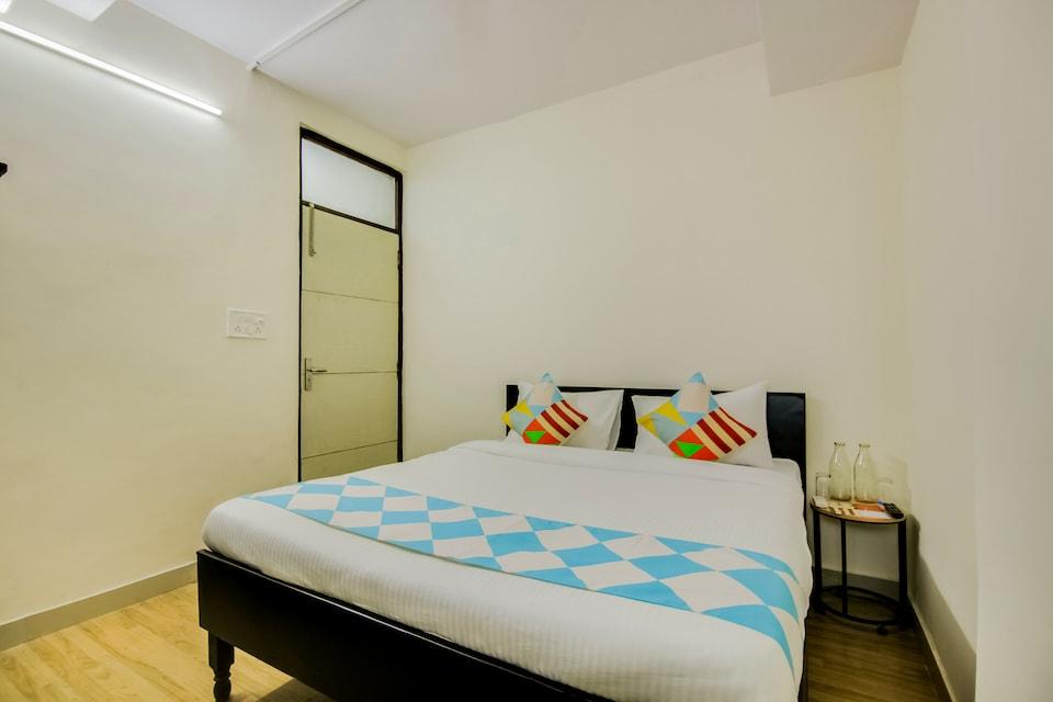 OYO Home 70401 Cozy Stay Lajpat Nagar Ii