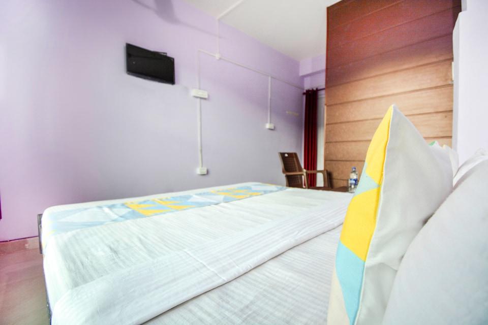 OYO Home 70420 Cozy Studio Rajgarh Road