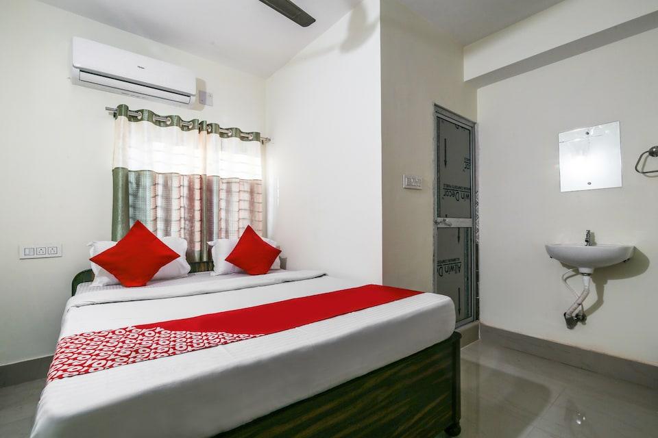 OYO 70422 Hotel Lokenath