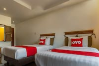 OYO 672 Yellow Tique Hotel
