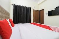 OYO 70429 Hotel Kamron Inn
