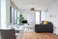 OYO X1 Apartments Salford Quays