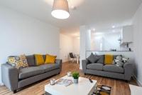 OYO X1 Apartments Salford Quays