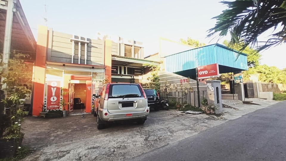 OYO 3012 Coupis Guesthouse, Kediri, Kediri