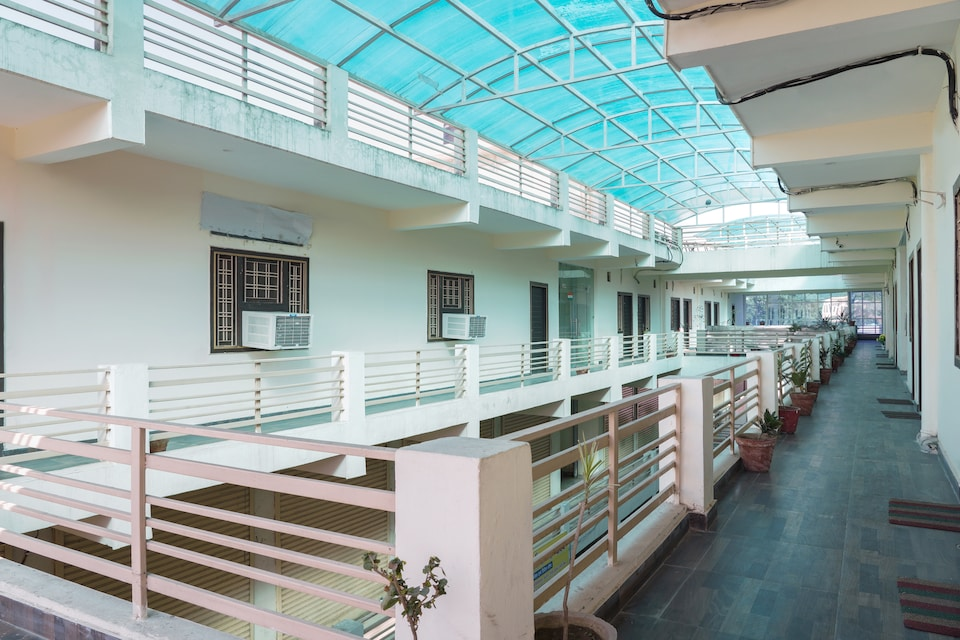 OYO 70526 Hotel Siddheshwar