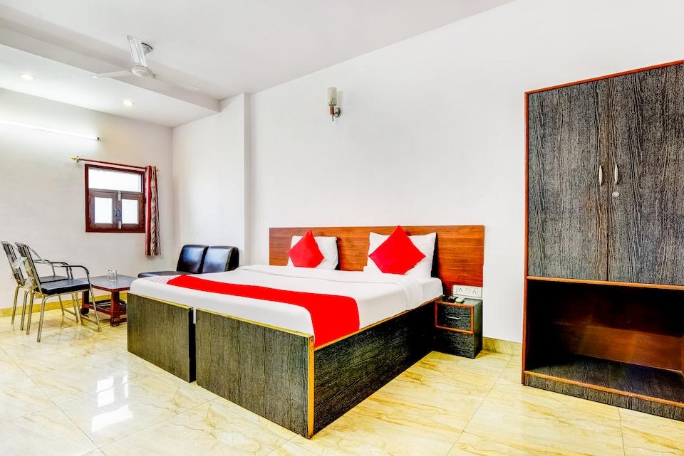 OYO 70537 Hotel Astoria