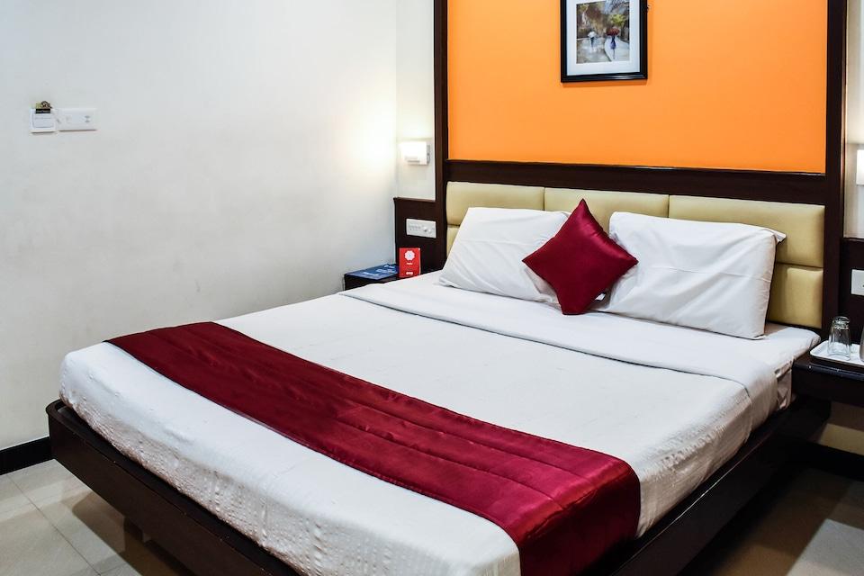 OYO 5834 Hotel Sabarees Residency