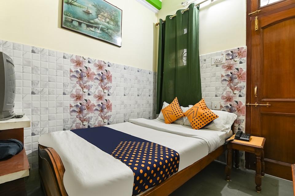 SPOT ON 70549 Hotel Raghav