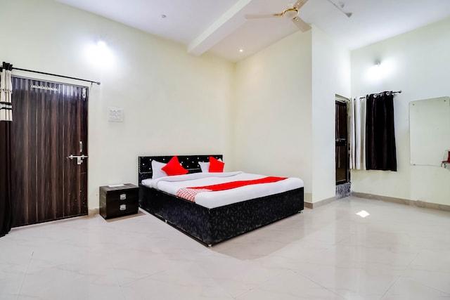 OYO 70559 Hotel Om Shree Palace