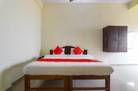OYO 70570 New Vishwa Resort & Lodging Deluxe
